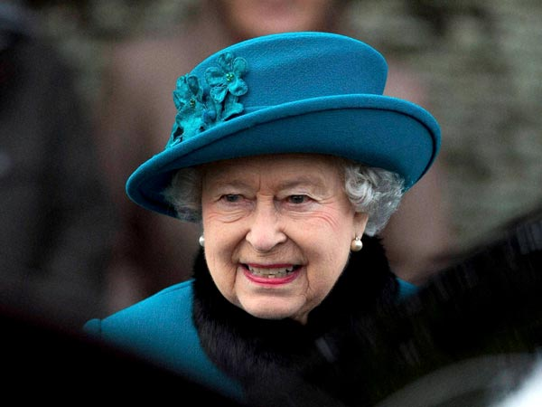 Queen urges the Scots to 'think'