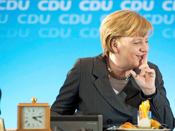 Merkel pledges support to counter Ebola