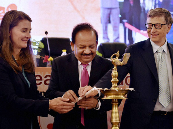 Union Health Minister Harsh Vardhan lights the lamp with Bill Gates and Melinda Gates