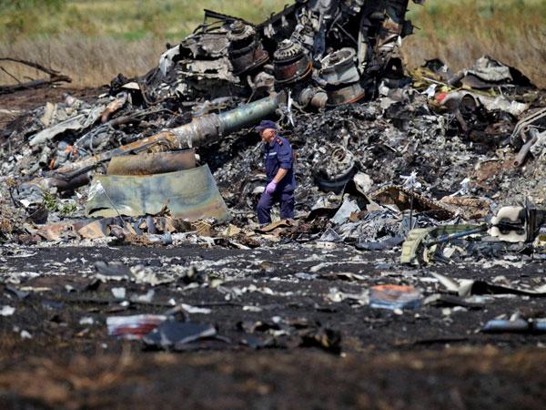 MH17 crash investigators return