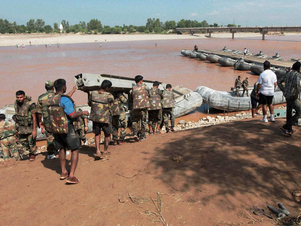 Floods damage 50 Kms border in LoC
