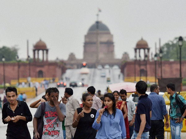 Sultry weather prevails in Delhi