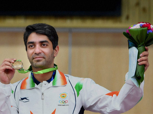 Abhinav Bindra poses with his bronze medal in Incheon