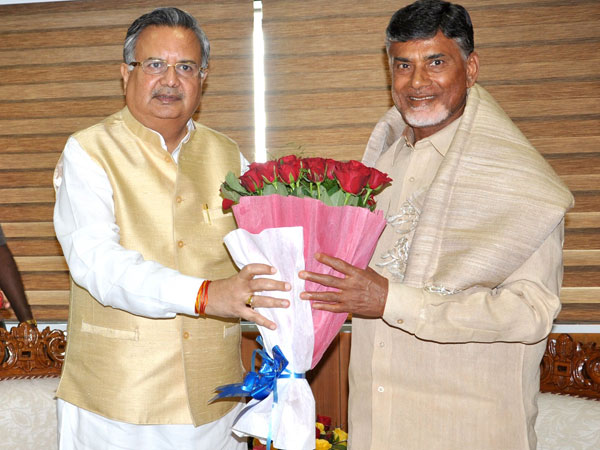 Andhra CM lauds Raman Singh over capital