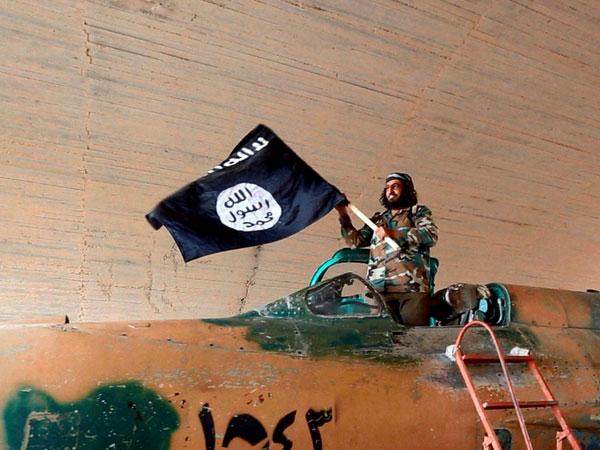 US begins airstrikes in Syria