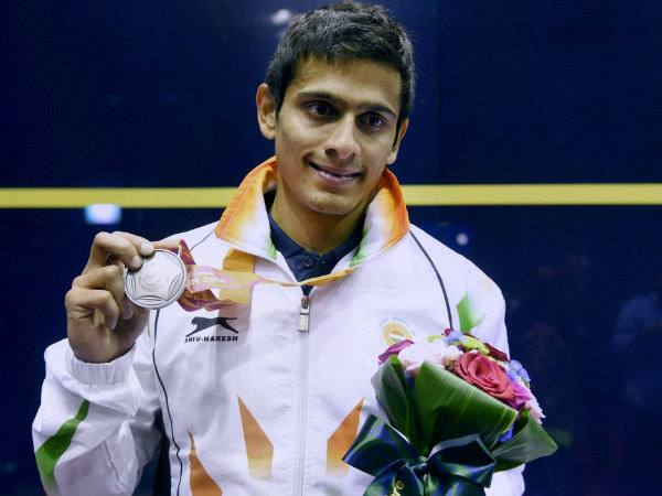 Saurav Ghosal poses with his silver medal