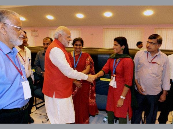 Modi congratulates ISRO for MOM success