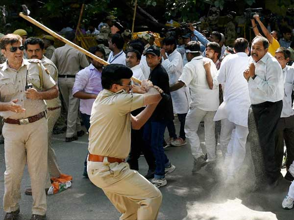 Police lathicharge Youth Congress activists