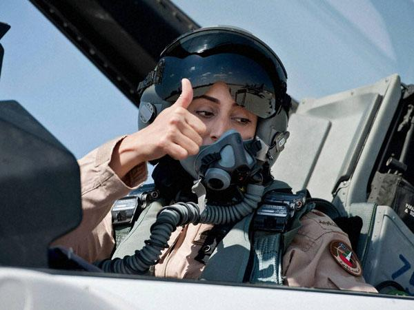 Female pilot take sup fight against IS