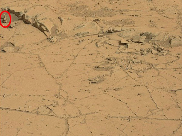 Is that a 'traffic signal' on Mars?