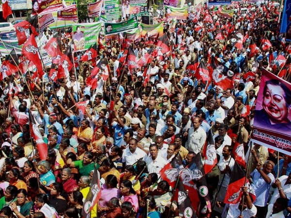 Cops lathicharge AIADMK supporters