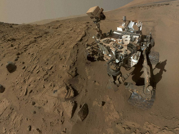 'Curiosity' gets first Mars samples