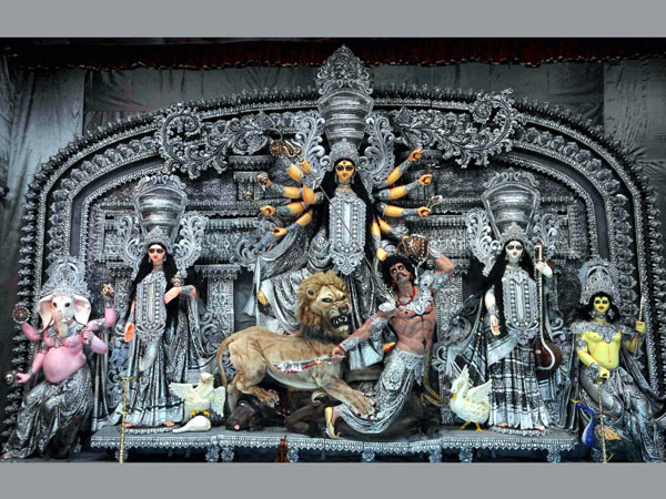 Goddess Durga idol adorned with diamonds worth Rs 10 Cr