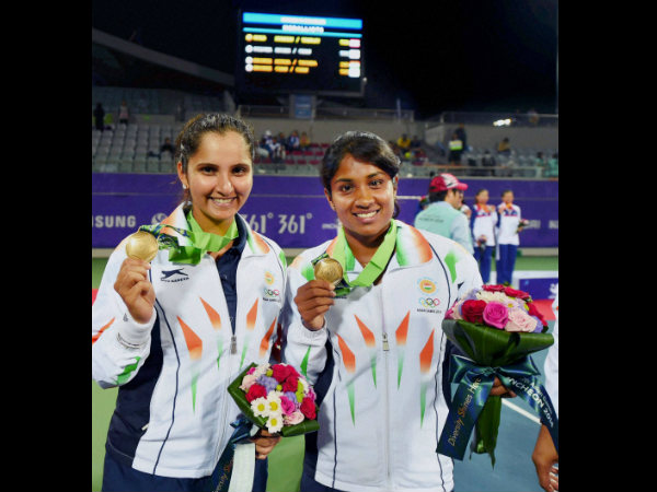 Bronze medal winners Sania Mirza and Prarthana Thombare during the medal ceremony