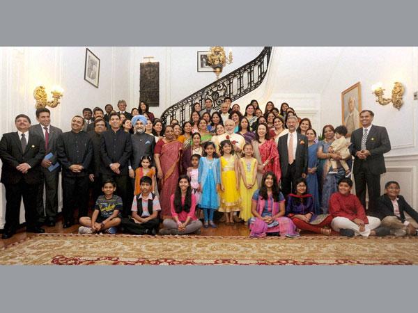 Modi pays homeage to Bapu