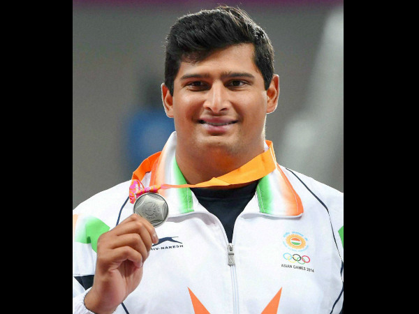Vikas Gowda with his silver medal