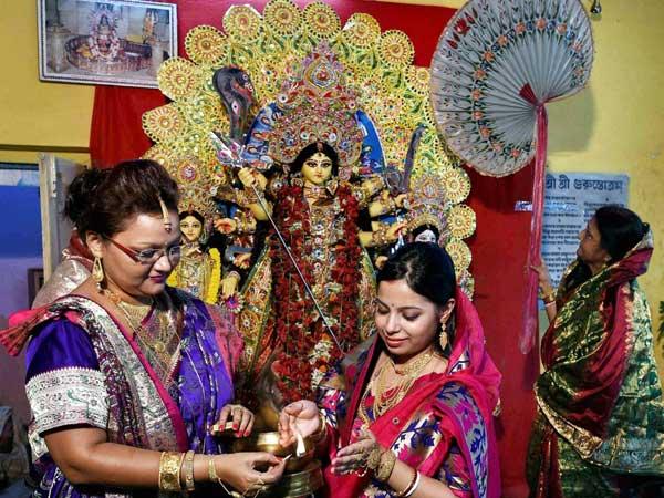 West Bengal:Devotees perform Kumari puja