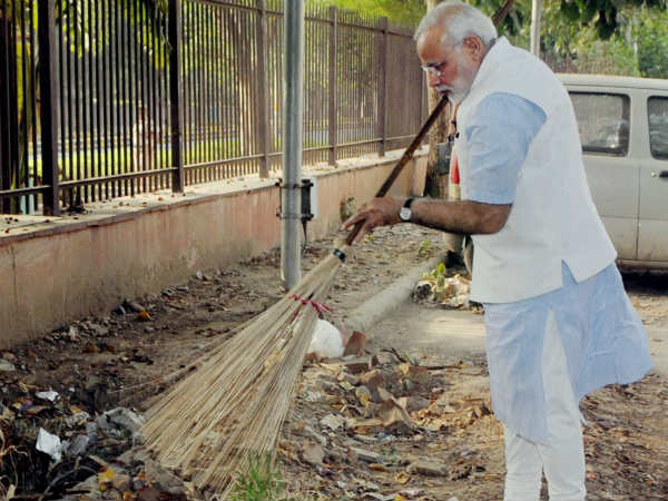 Modi wields the broom during surprise visit to the Mandir Marg Police Station