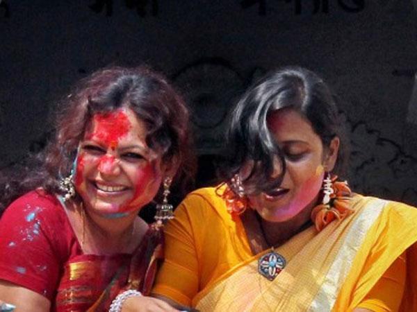 Hindu-Muslim girls unite for Durga Puja