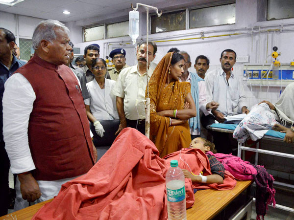 Bihar CM Jitan Ram Manjhi meets an injured