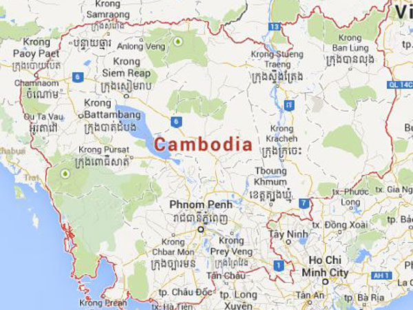 Cambodian ethnics burn Vietnamese flags