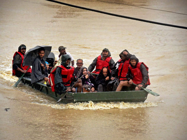J&K floods: Indian Army 'salutes' youths