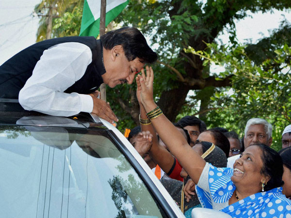 Former Maharashtra CM Prithviraj Chavan being welcomed by a woman