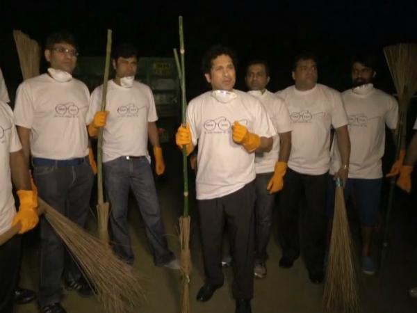 Sachin Tendulkar joins Swachh Bharat campaign