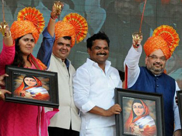 BJP leaders at rally venue in Maharashtra