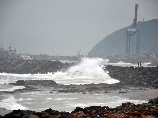 Hudhud: Empty trains now shelters