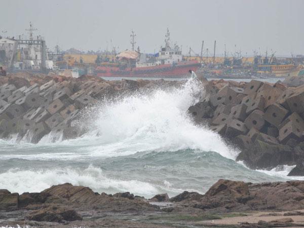 Hudhud: Andhra takes people's help