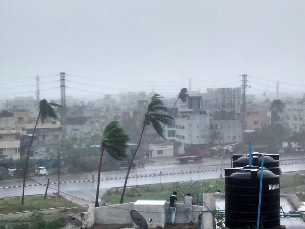 Cyclone damages communication networks in Vizag