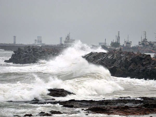 Hudhud aftermath: Indian Navy repairs its Vishakhapatnam base