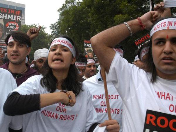 Kashmiri students bashed up in Noida