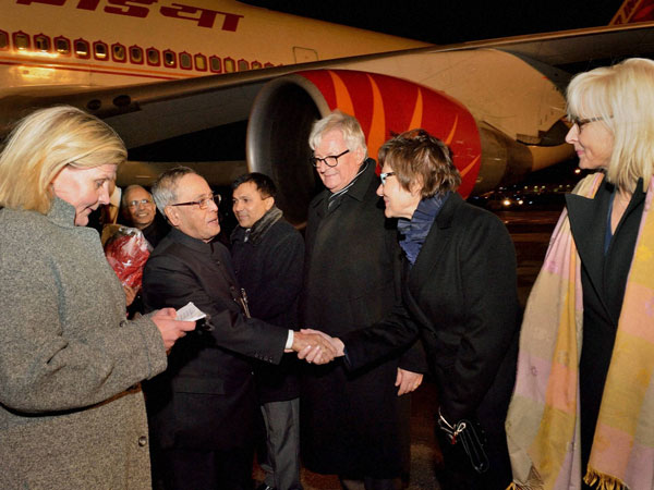 Pranab Mukherjee being received by the officials of Finland