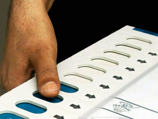 EVMs stop working at several booths