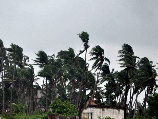 Hudhud impact: 18 killed in UP