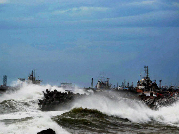 Tidal waves hit the Vizag beach as Cyclone Hudhud reaches the port city of Visakhapatnam. (PTI photo)