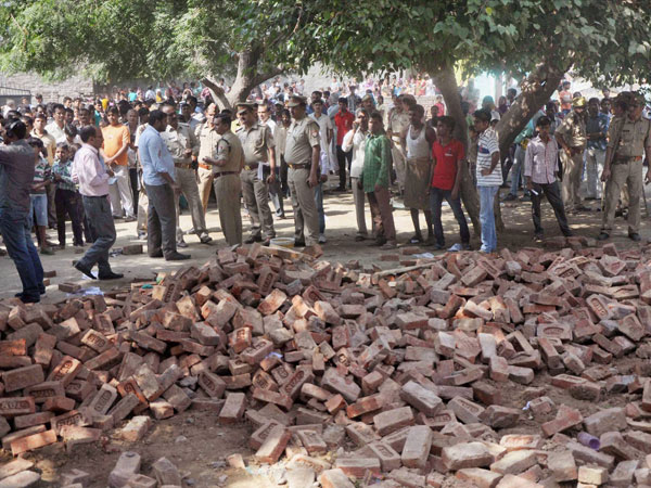 Wall collapse kills one, injures 23