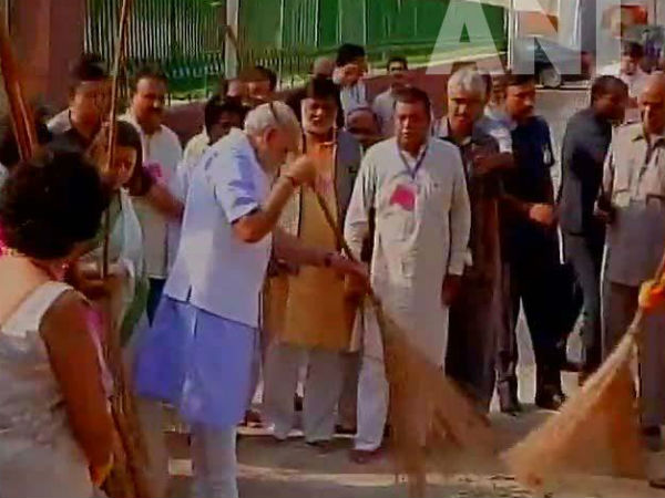Narendra Modi clean india mission