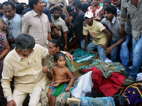 Naidu stays in Vizag to monitor relief