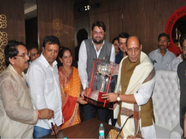 Mohit Kamboj (Centre) with senior BJP leader Rajnath Singh.