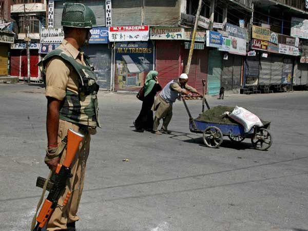 Cop injured in stone-pelting dies in Kashmir