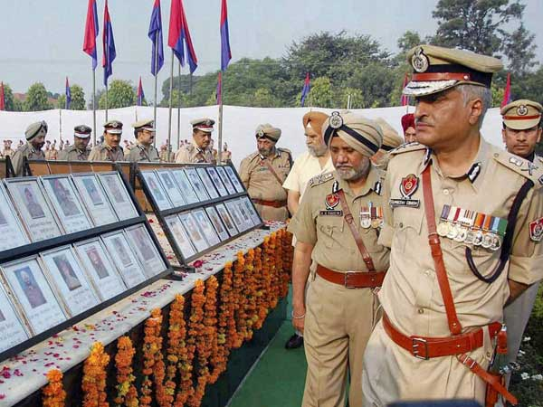 Telangana, AP pay tributes to martyrs