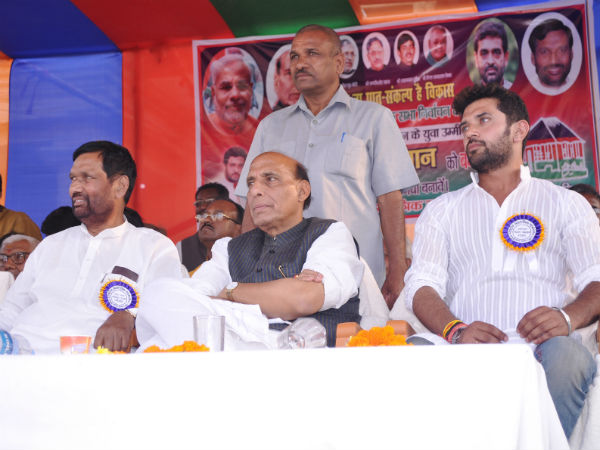 Rajnath Singh with Ram Vilas Paswan during LS poll rally (File photo)