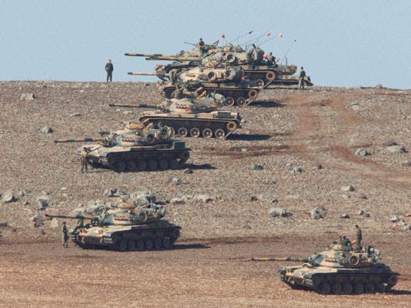 'Airstrikes help ground forces fight IS'