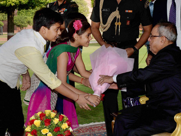 President Pranab Mukherjee being greeted by children