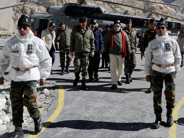 Narendra Modi reaches Srinagar