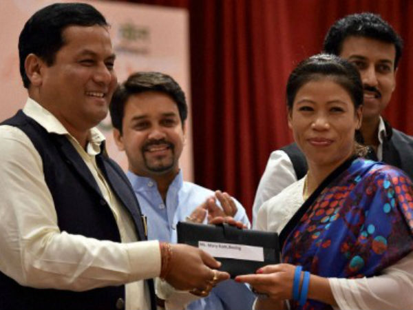 Union Minister of State (I/C) for Skill Development, Youth Affairs & Sports felicitates Sarbananda Sonowal boxer Mary Kom during a felicitation ceremony for the 17th Asian Games Medalist in New Delhi on Monday.