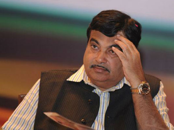 Union Transport Minister Nitin Gadkari was so much in hurry for the Chief Ministerial post that he forgot to follow the traffic rules.